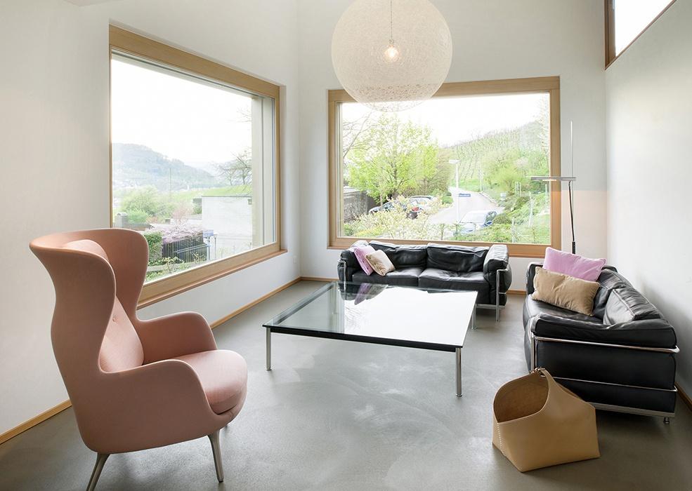 qualit tsfenster aus der schweiz elegant nach aussen hell nach innen. Black Bedroom Furniture Sets. Home Design Ideas
